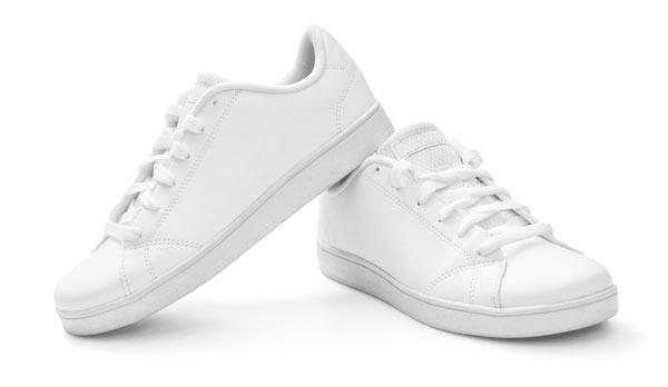 vita sneakers –svåra att rengöra