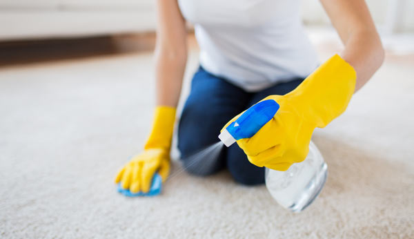 rengöra matta inomhus