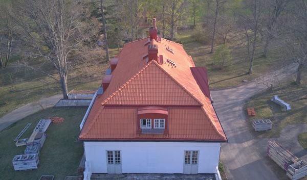 nytt tegeltak på stort hus i Stockholm