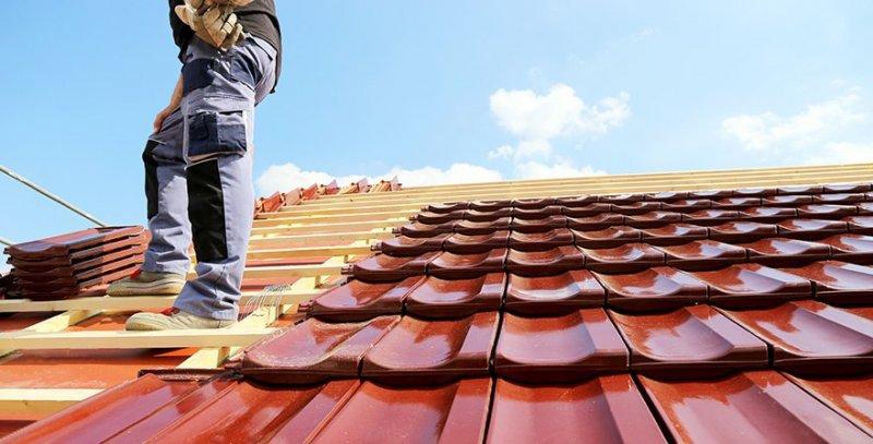 Takläggare i Örebro som hjälper dig med takbyten och renovering av tak.