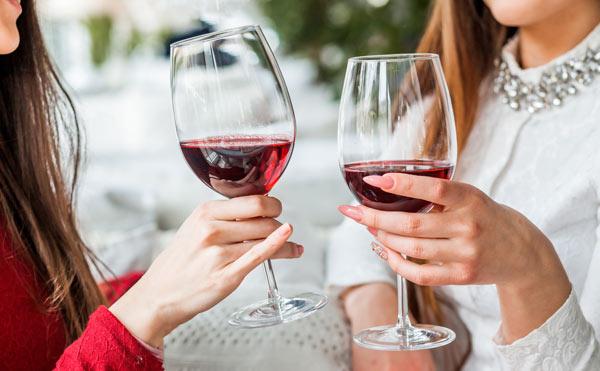 vin är ett livsmedel som kan ge hål i tänderna