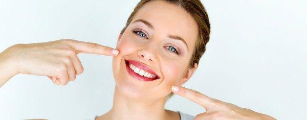 leende kvinna, naturlig tandblekning