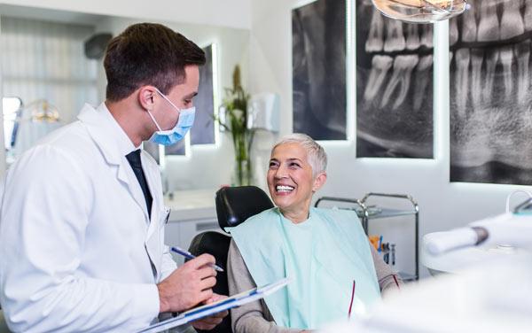 pensionär hos tandläkaren