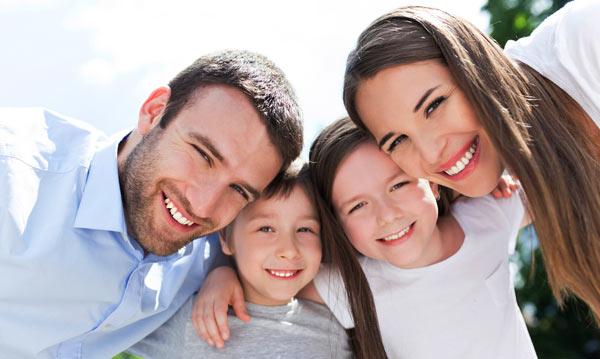 familj med vita leenden, tandläkare bromma