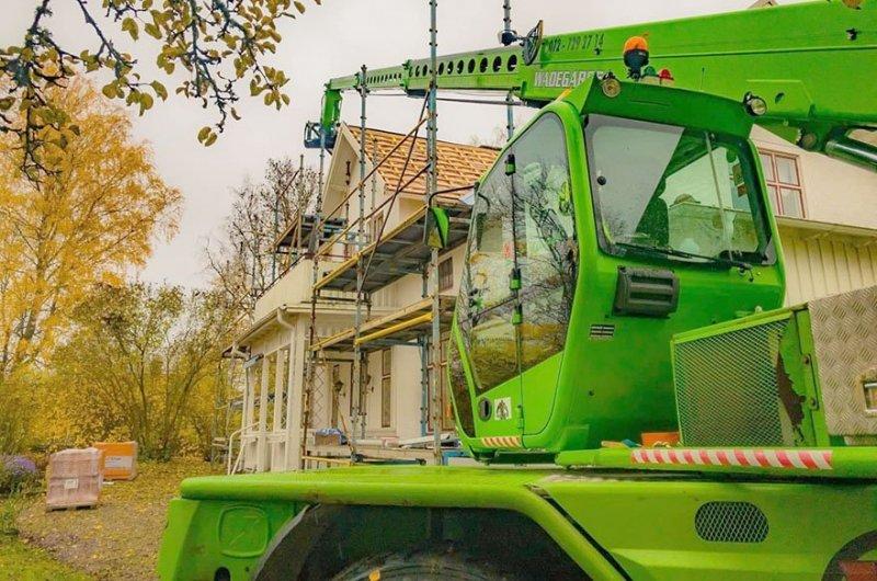 Vi hjälper kunder med arbeten som kräver teleskoplyft i Skövde.