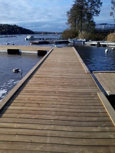 flytbryggor träbetong hos båtklubb