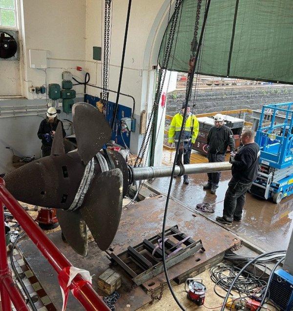 Vi hjälper er med tunghantering och maskinflytt inom hela Sverige.