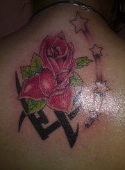Mimmi som tatuerare