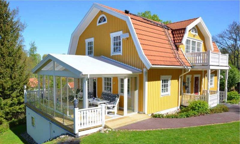 Att bygga ett uterum i Kungälv kan vara en stor investering. Med våran breda erfarenhet kan du lita på att jobbet blir ordentligt gjort.
