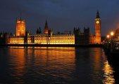 Westminsterpalatset på kvällen