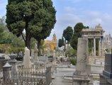 Kyrkogården uppe på Colline du Chateau