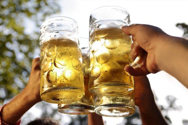 skålar med öl