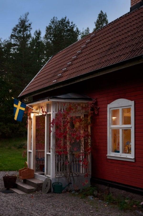 Vackert svenskt hus på landet