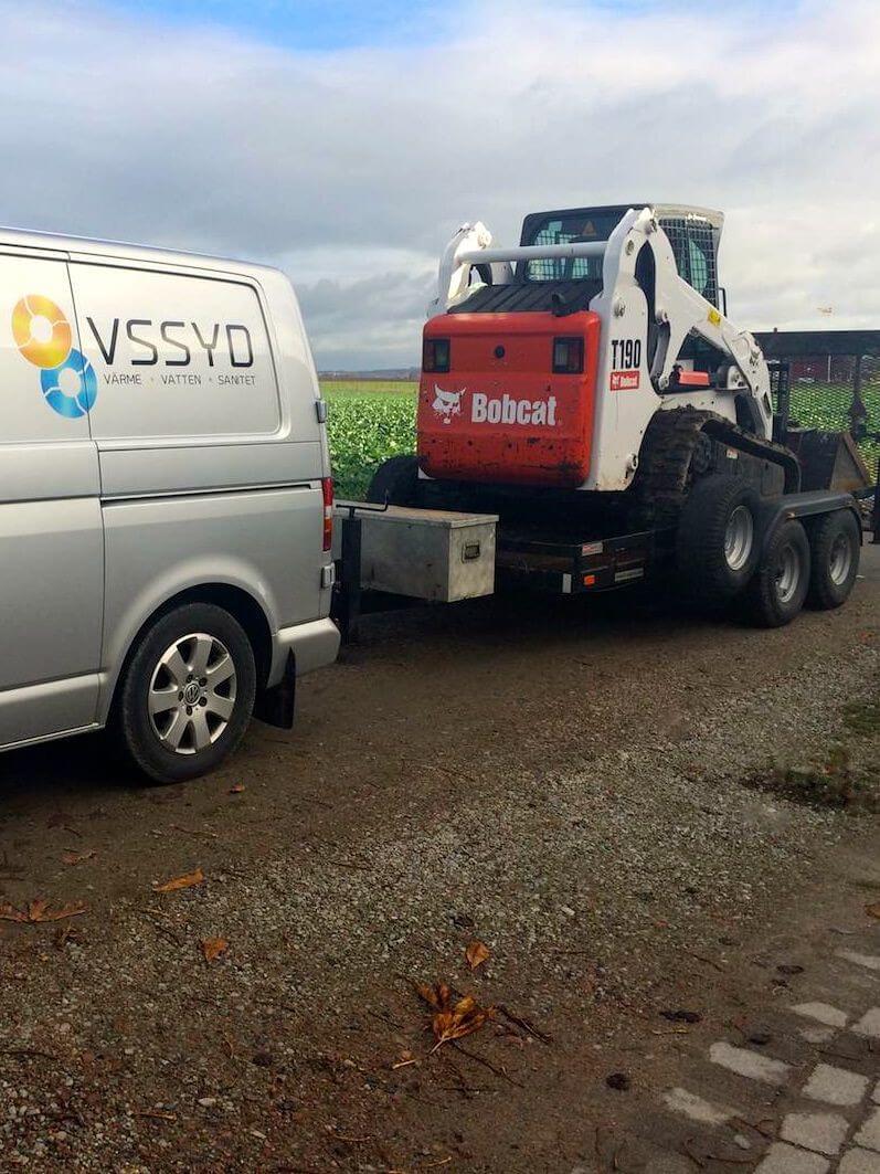 VS Syd i Staffanstorp/Lund fraktar en grävmaskin