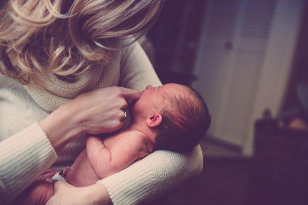 Läs sagor och sjung med din bebis